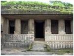 (fotografía 4)  Entrada del vihara de Kanheri.